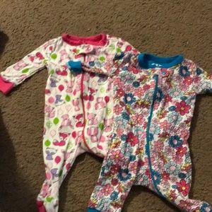 Set of 2 0-3 months pajamas!